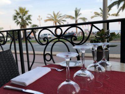manger sur la promenade des anglais vue mer nice hôtel west end le siècle